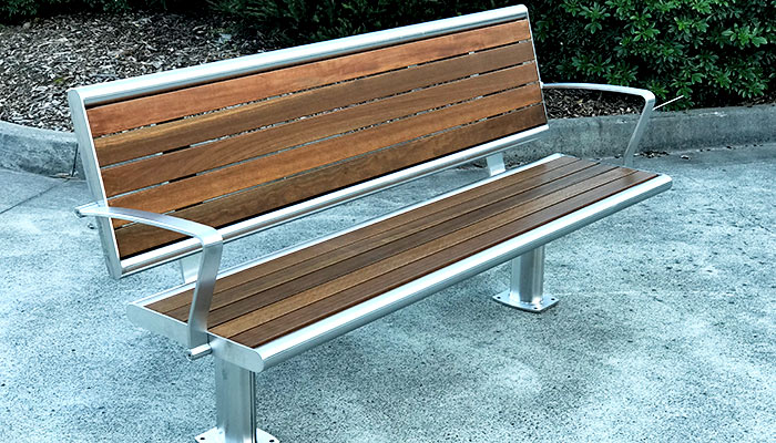 Brisbane seat with back and armrests