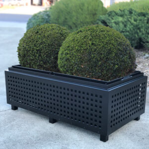 Heavy duty planter with liner