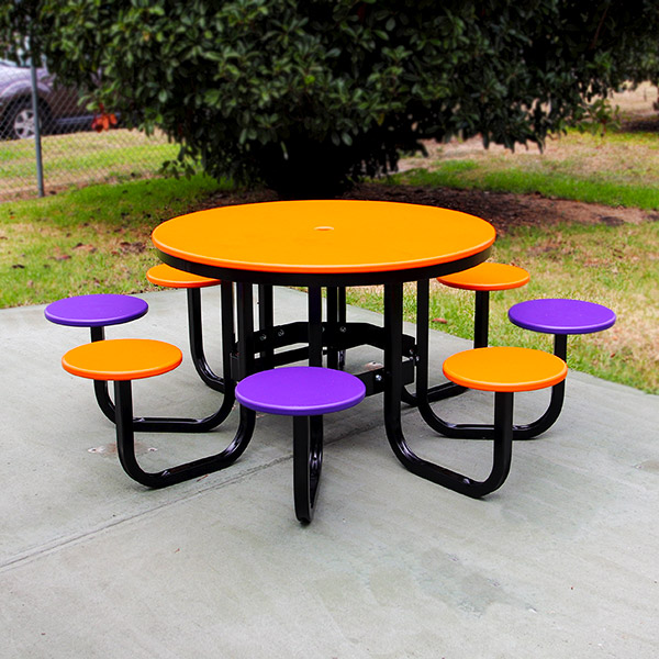 Recycled plastic 8 seat round table